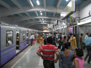 A Kolkata Metro AC train at Tollygunge station